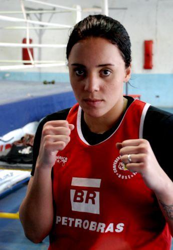 Roseli Feitosa jogou vôlei até os 16 anos, antes de se tornar boxeadora por influência do atual marido.