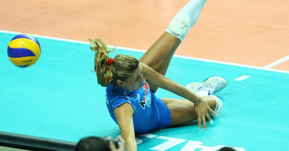 Martina Guiggi não consegue evitar ponto brasileiro na derrota da Itália por 3 sets a 0