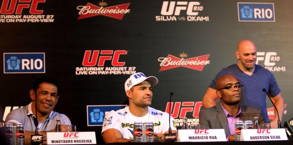 Rodrigo Minotauro, Maurício Shogun e Anderson Silva, durante a entrevista coletiva, ao lado de Dana White, presidente do UFC