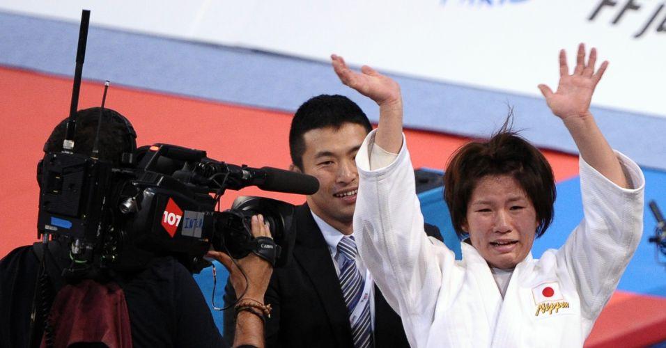 Se a foto anterior não mostra, com certeza, que Aiko Sato chorou, com esta imagem a dúvida acaba