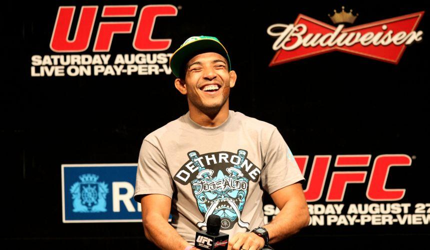 José Aldo sorri durante o início do evento de pesagem do UFC Rio, que acontece neste fim de semana, no Rio de Janeiro