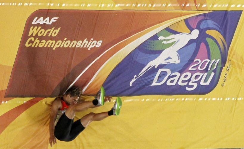 O alemão Jan Felix Knobel durante sua participação no salto em altura no Mundial de atletismo