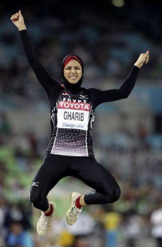 Enas Gharib, do Egito, seguiu as tradições do país e cobriu o corpo para a participação da prova do salto em distância no Mundial de atletismo