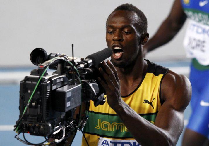 O cavanhaque e a 'cabeleira' foram as novidades no visual de Usain Bolt, mas isso não significa que o campeão olímpico deixou de lado seu jeito brincalhão. Após passar com facilidade pelas eliminatórias dos 100 m, Bolt fez graça para a câmera