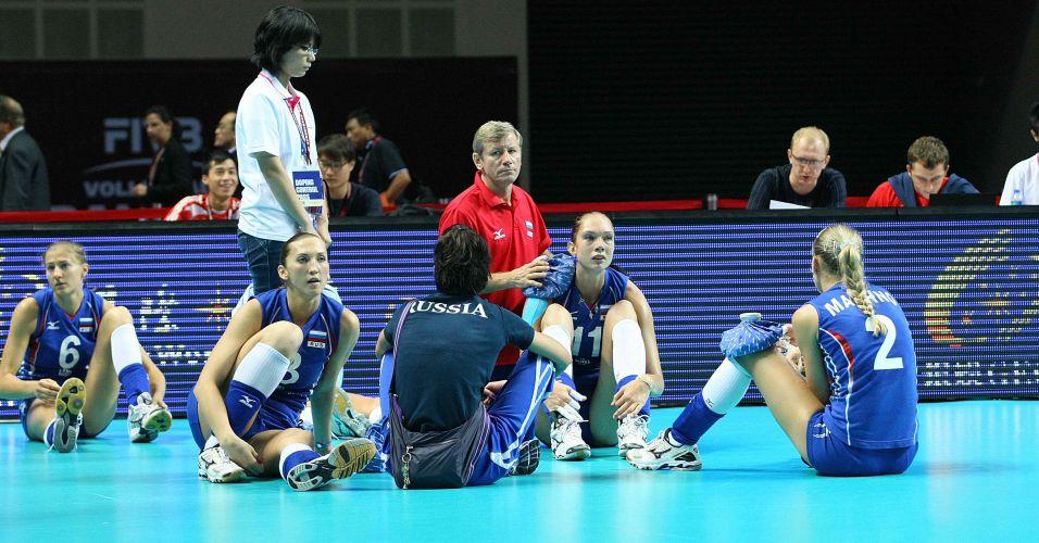 Atual campeã mundial, seleção russa para na semifinal após derrota por 3 a 0 e vê Brasil decidir título contra os Estados Unidos