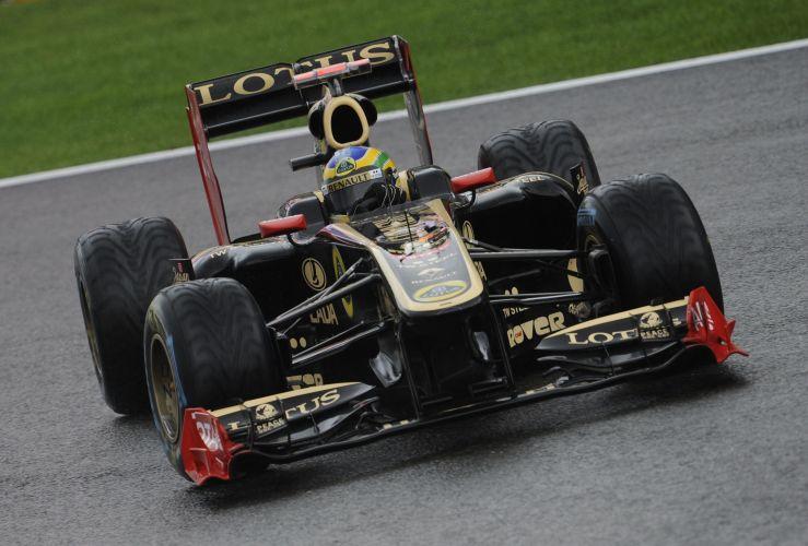 Bruno Senna pilota sua Renault pelo circuito de Spa-Francorchamps. Piloto brasileiro substitui o alemão Nick Heidfeld na escuderia. Ele largará em sétimo