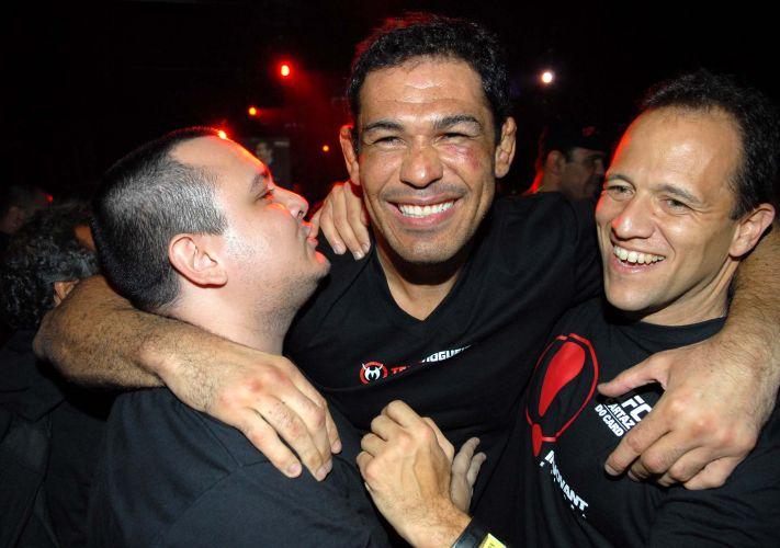 Minotauro derrotou Brendan Schaub no primeiro round e comemorou vitória em balada no Rio de Janeiro