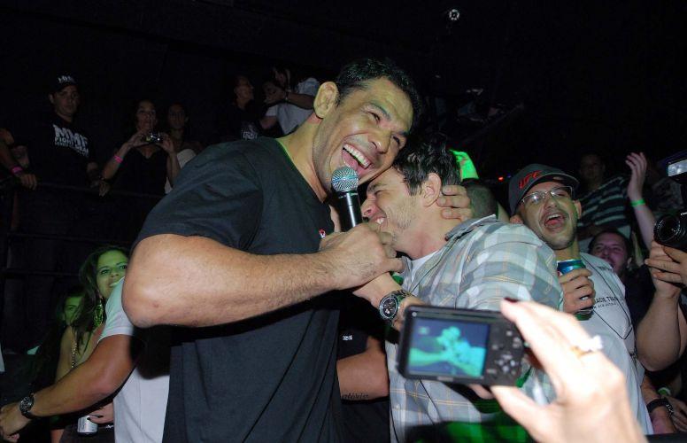 Minotauro reservou uma casa noturna no Rio de Janeiro para comemorar após sua luta no UFC Rio. Lutador brasileiro derrotou o norte-americano Brendan Schaub no primeiro assalto