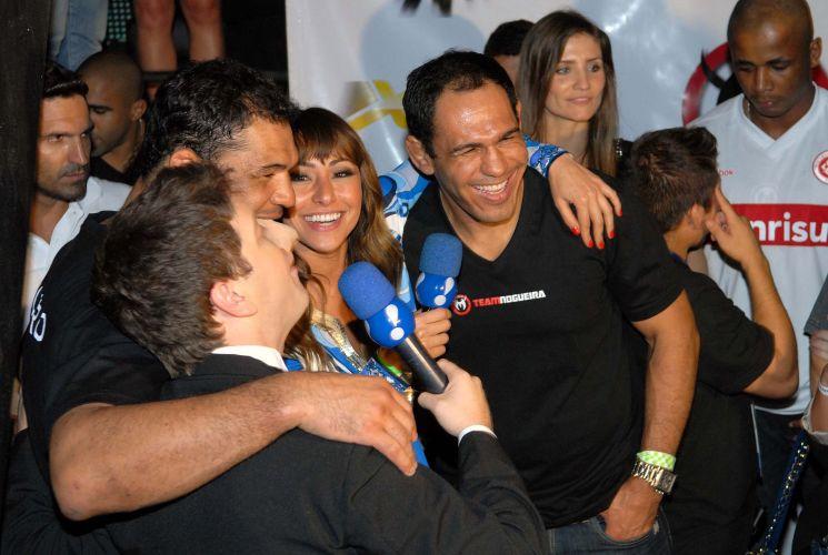 Minotauro e seu irmão Minotouro reagiram com bom homr às brincadeiras de Sabrina Sato e do personagem Tucano Huck, do programa humorístico Pânico na TV