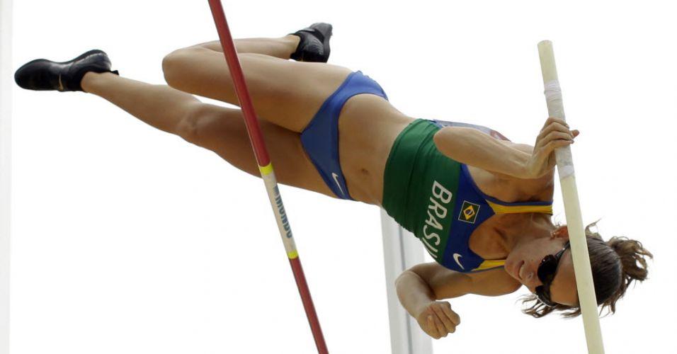 Em uma única tentativa, brasileira Fabiana Murer atinge os 4,55 m e está na final do salto com vara. Apenas a recordista mundial Isinbayeva teve desempenho semelhante
