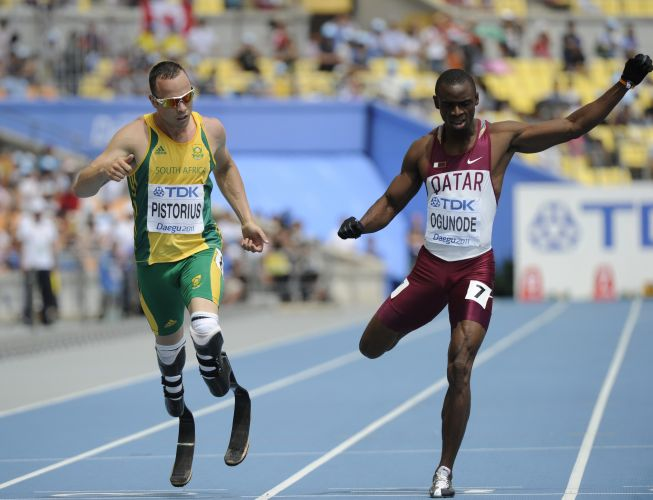 Pistorius (e), o primeiro atleta amputado a disputar o Mundial de Atletismo, fez história na Coreia do Sul ao avançar para as semifinais da competição