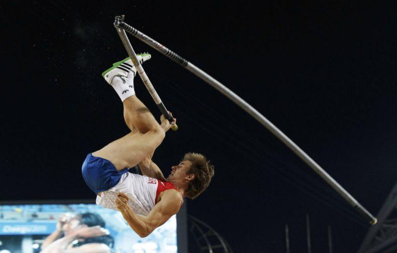 O russo Dmitry Starodubtsev passou por um susto durante a disputa do Mundial de Daegu, quando a sua vara quebrou no momento do salto
