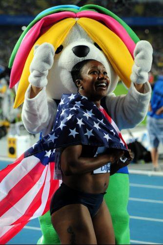 A norte-americana Carmelita Jeter comemora a vitória nos 100 m no Mundial de Daegu