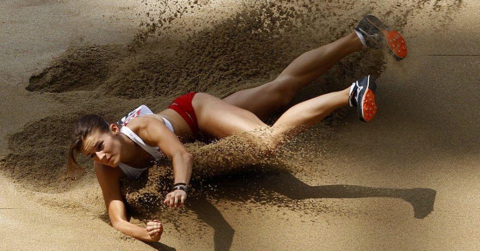 Polonesa Anna Jagaciak disputa o salto triplo feminino no quinto dia do Mundial de Daegu
