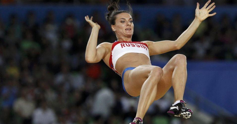 Yelena Isinbayeva durante uma tentativa na final do salto com vara. A russa mais uma vez não foi bem e sequer conseguiu ir ao pódio na prova vencida por Fabiana Murer.