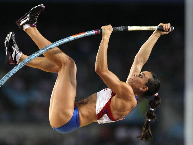 Yelena Isinbayeva tenta o salto na final da sua prova nesta terça. A russa saltou pouco, errou bastante e não conseguiu sequer ir ao pódio do Mundial.