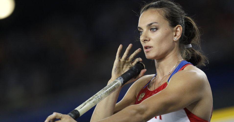 Yelena Isinbayeva se prepara para uma tentativa na final do salto com vara. A russa não foi bem e ficou pelo segundo Mundial outdoor consecutivo sem medalha, repetindo o desempenho de Berlim, em 2009.