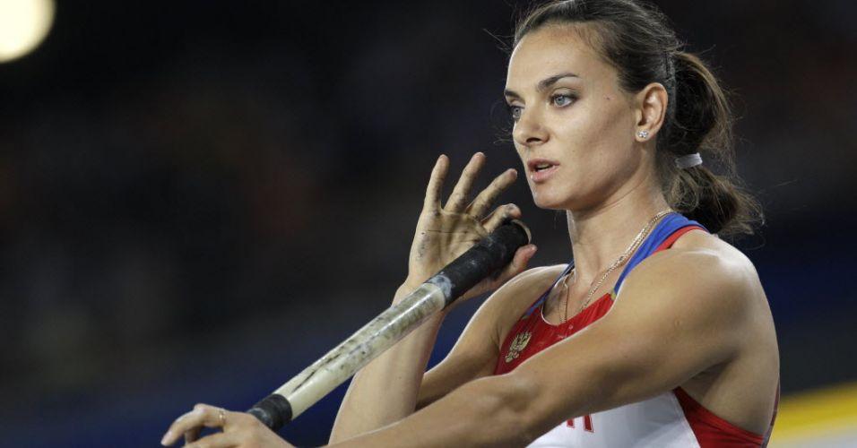 Russa Yelena Isinbayeva foi mal no salto com vara no Mundial