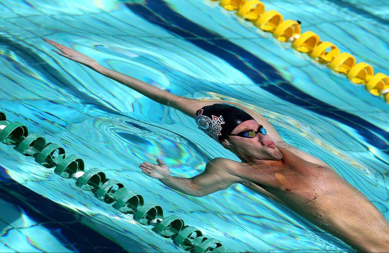 Thiago Pereira venceu os 200 m costas, prova marcada pela confusão com as bermudas dos nadadores