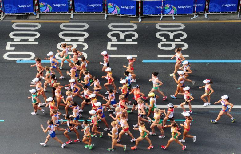 Imagem aérea da prova de 20km da marcha atlética do Mundial de atletismo.