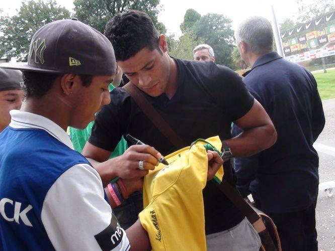 Ausente das convocações de Mano Menezes desde fevereiro, Hulk espera aproveitar a má performance do ataque brasileiro em jogos recentes para se firmar na seleção