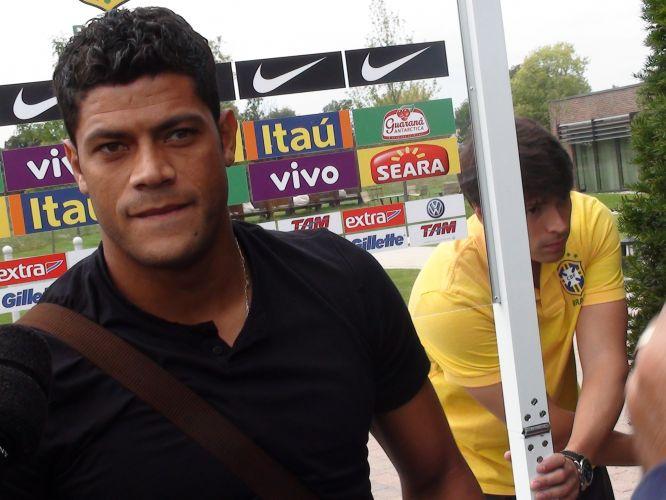 Atacante Hulk foi o primeiro jogador a chegar ao hotel que servirá de concentração para a seleção brasileira em Londres
