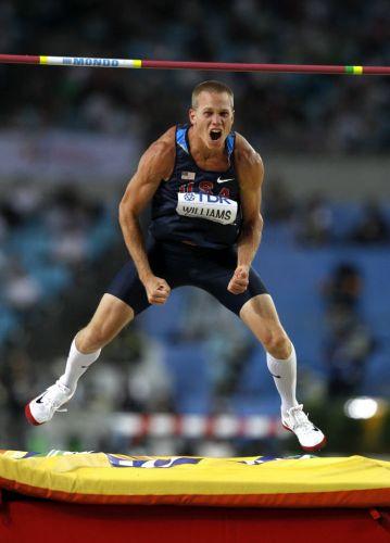 Jesse Williams comemora sua tentativa na final do salto em altura masculino. O norte-americano conquistou a medalha de ouro no Mundial de Daegu com a marca de 2,35m.