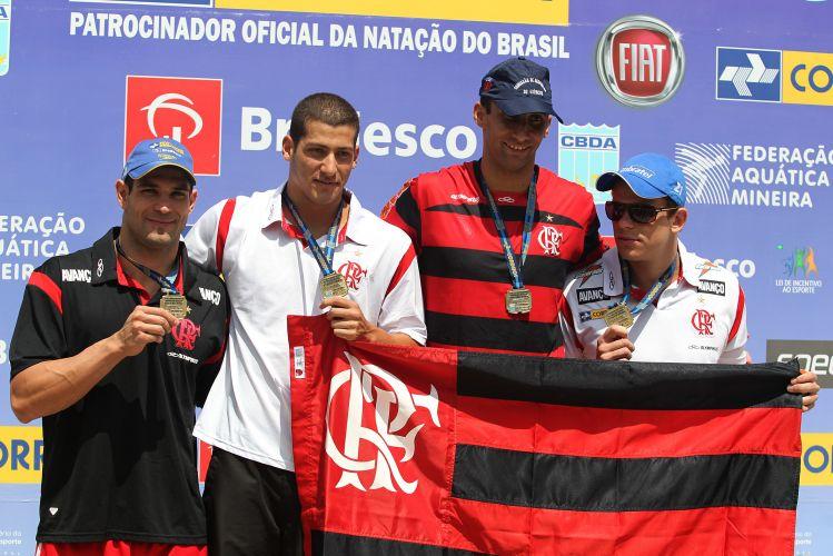 Flamengo venceu o revezamento 4x50 m livre com bom desempenho de Cesar Cielo. que caiu na piscina em sexto e entregou para Nicholas Santos em primeiro