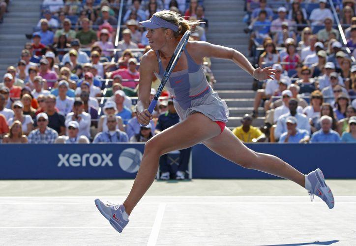Maria Sharapova teve teste difícil contra Flavia Pennetta e não conseguiu se salvar de derrota por 2 sets a 1; musa russa cai na terceira rodada do US Open