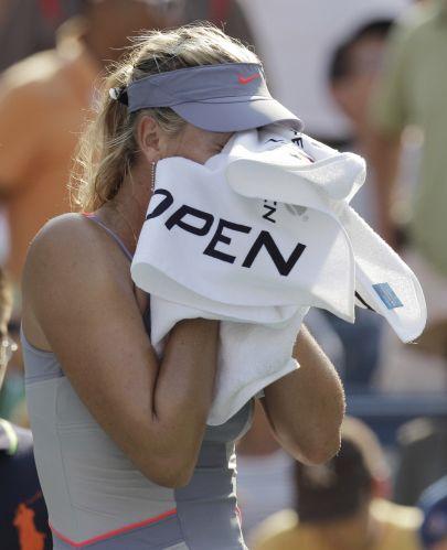 Maria Sharapova lamenta derrota por 2 sets a 1 para Flavia Pennetta e eliminação na terceira rodada do US Open