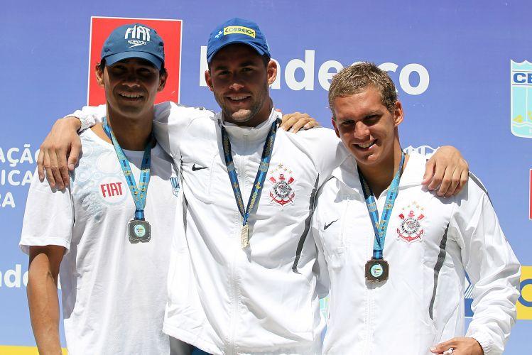 Thiago Pereira (c) levou a melhor na final dos 200 m medley e conquistou a medalha de ouro
