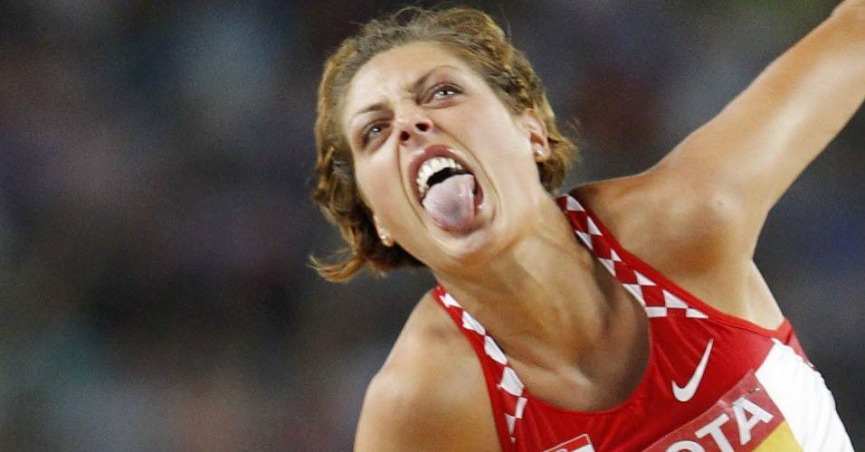 Blanka Vlasic comemora exibindo a língua na prova do salto em altura, em que ficou com a prata