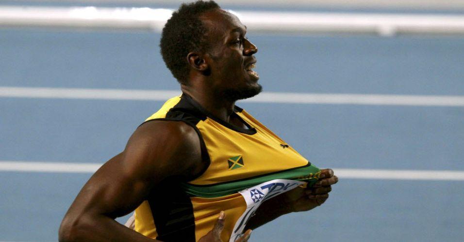 Usain Bolt exibe camisa da Jamaica depois da vitória no revezamento 4x100 m