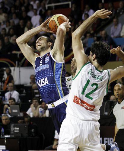 Manu Ginóbili reclama de marcação de Guilherme durante ataque da Argentina; Brasil conseguiu marcar bem e venceu rival no Pré-Olímpico