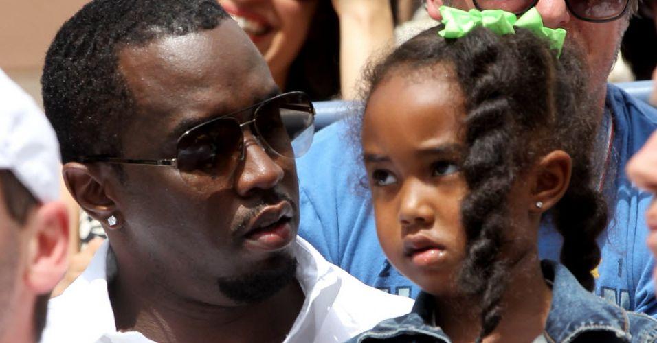 Rapper Sean 'P. Diddy' Combs leva filha para ver o jogo entre Federer e Djokovic no Aberto dos EUA