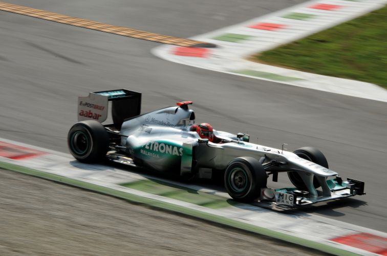 Michael Schumacher largará em oitavo no GP da Itália. Piloto fez o tempo de 1min23s777 e sairá logo à frente de Nico Rosberg, seu companheiro de equipe