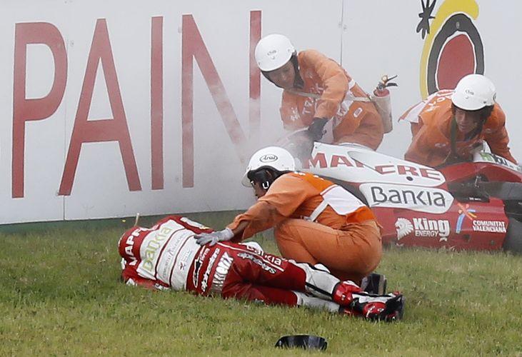 Espanhol Hector Barbera, da Ducati, também se acidentou, e teve que ser levado ao hospital.
