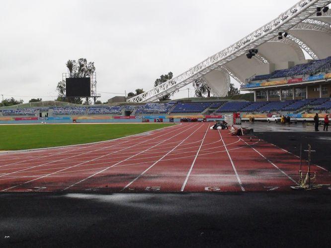 Pista de atletismo está pronta, mas ainda precisa dos retoques finais, como limpeza e pintura