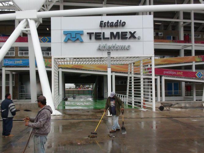 Entrada do estádio que receberá o atletismo no Pan e depois servirá como academia da modalidade em Guadalajara