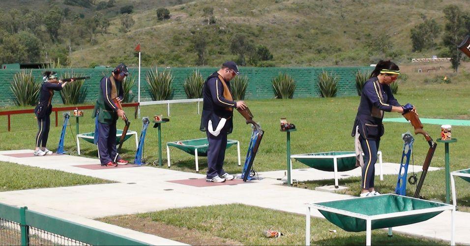 Karla de Bona, Roberto Schmits, Rodrigo Bastos e Janice Teixeira (da esq. para dir.) treinam para a prova de fossa olímpica do Pan
