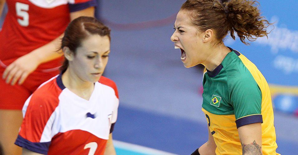Fabiana comemora gol vitória brasileira sobre os Estados Unidos