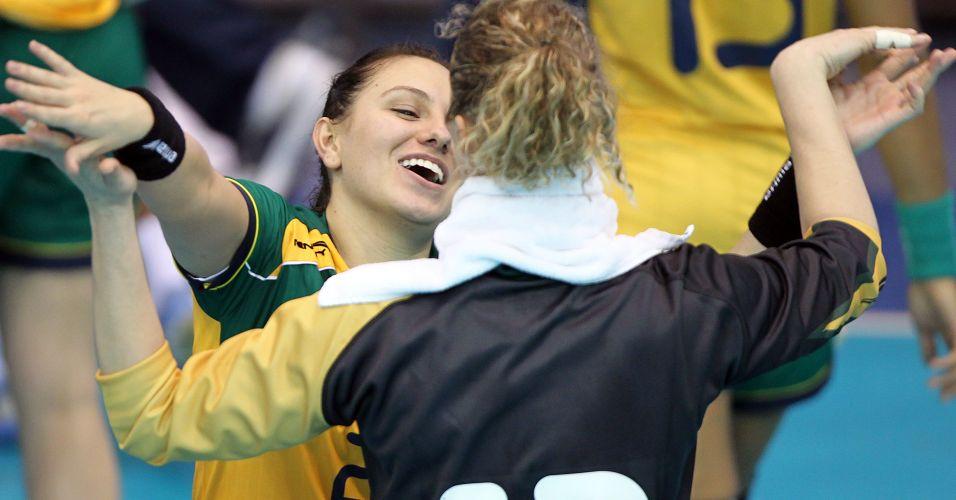 Mayara e Bárbara comemoram vitória brasileira contra os Estados Unidos na estreia do Pan
