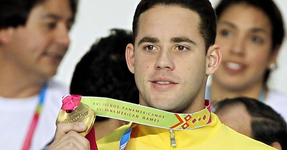 Thiago Pereira exibe primeira medalha de ouro brasileira no Pan-Americano de Guadalajara