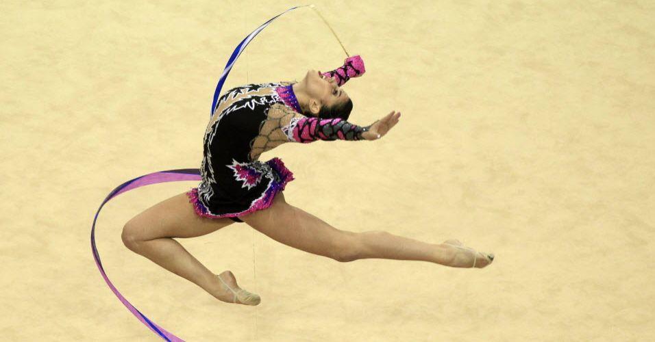 Leveza e perfeição nos movimentos marca a ginástica rítmica