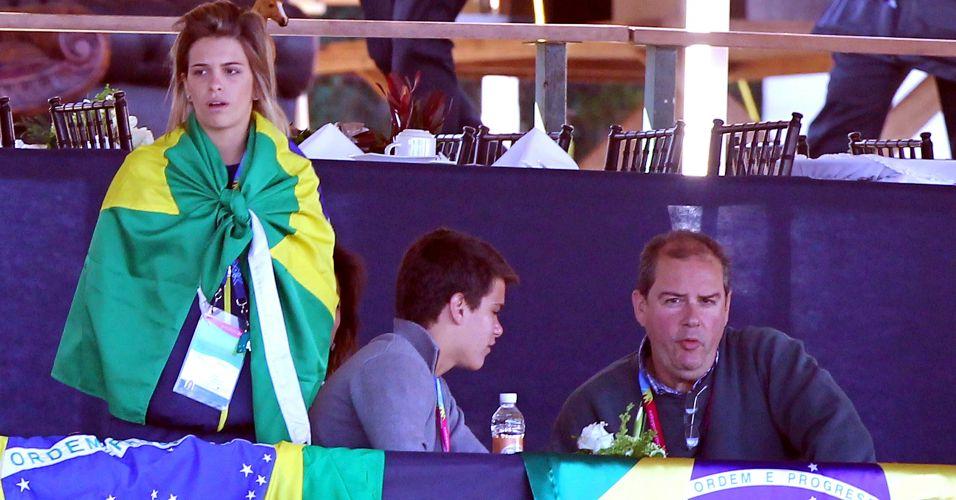 Luiza Almeida aguarda início da prova no adestramento por equipes