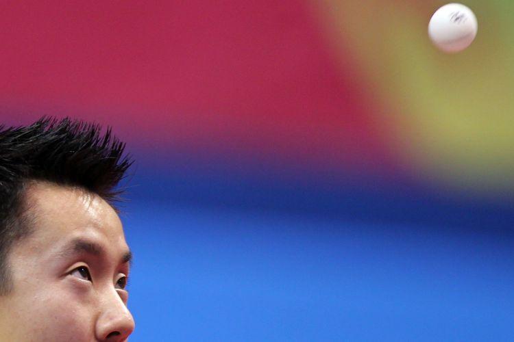Tsuboi não tira o olho da bolinha durante a partida contra o argentino Liu Song