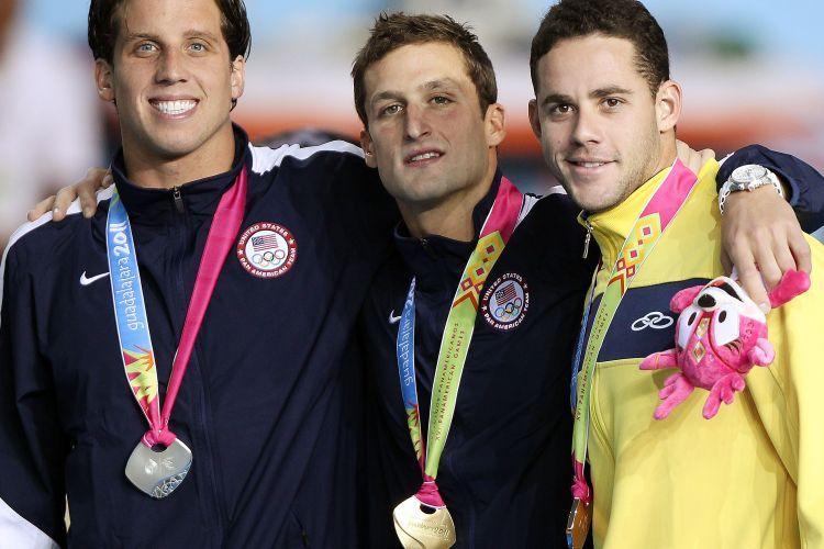 Thiago Pereira sorri com o bronze, apesar de ter dado fôlego ao