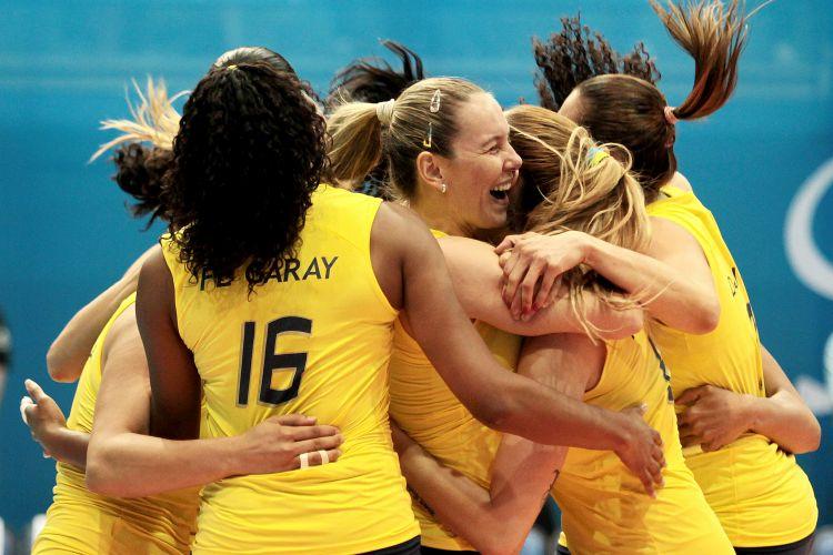 Brasileiras comemoram após último ponto na vitória sobre Cuba na decisão dos Jogos Pan-Americanos