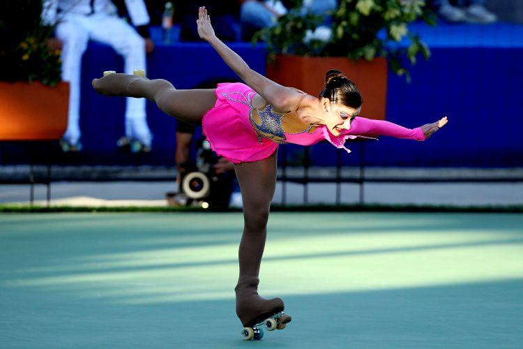 Nervosa após rasgar sua meia-calça no aquecimento, a brasileira Talitha Hass terminou o primeiro dia da patinação artística em quarto lugar