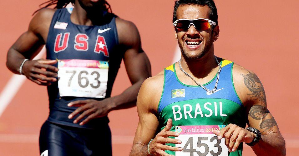 Bruno Lins fecha sua bateria na preliminar dos 200 m com o melhor tempo e faz cara de sofrimento no Pan